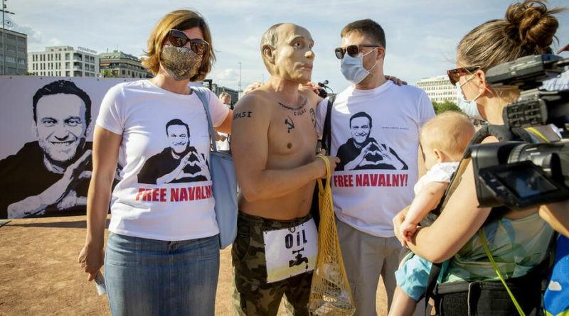 """Foto """"Путин"""" с наколкой Сталина пришел на митинг в поддержку Навального в Женеве 1 28.07.2021"""