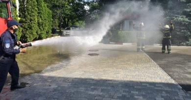 /VIDEO/ Doi pompieri din Bălți și-au încheiat activitatea profesională sub jeturi de apă