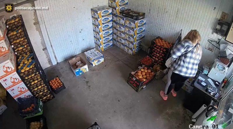 O femeie din Bălți a intrat să cumpere fructe într-o gheretă din Chișinău, dar a ieșit cu geanta plină cu bani a vânzătoarei
