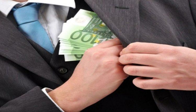 Un bărbat din Bălți a fost reținut de ofițerii CNA pentru trafic de influență. Ar fi cerut 1.400 de euro pentru două permise de conducere