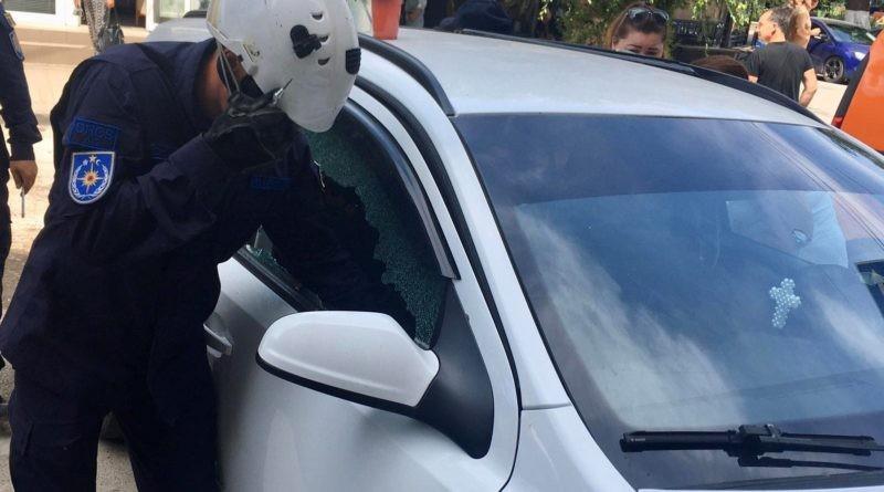 Salvatorii din Bălți au salvat un copil de 2 ani, care a rămas blocat într-un autoturism