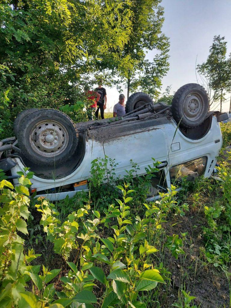 Foto Accident pe un drum de țară din raionul Sângerei. Două persoane spitalizate 1 26.10.2021