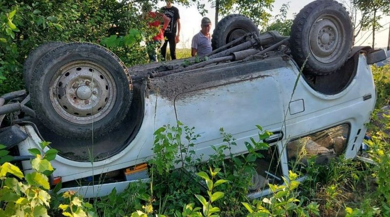 Accident pe un drum de țară din raionul Sângerei. Două persoane spitalizate