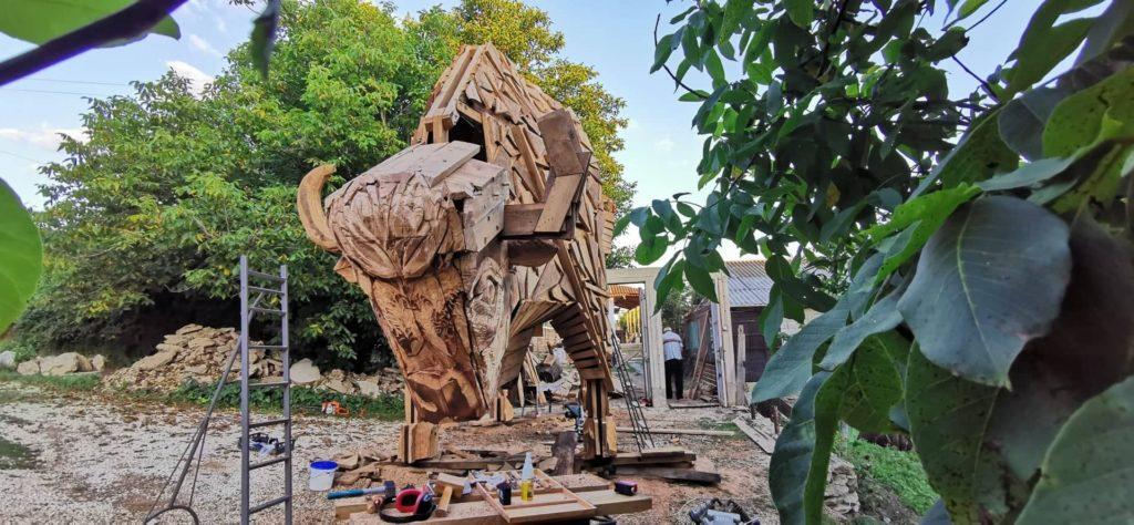 """Foto /FOTO/ Un zimbru uriaș din lemn a fost instalat pe teritoriul rezervației naturale """"Pădurea Domnească"""" 3 26.10.2021"""