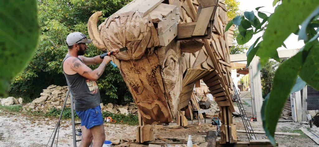 """Foto /FOTO/ Un zimbru uriaș din lemn a fost instalat pe teritoriul rezervației naturale """"Pădurea Domnească"""" 4 26.10.2021"""