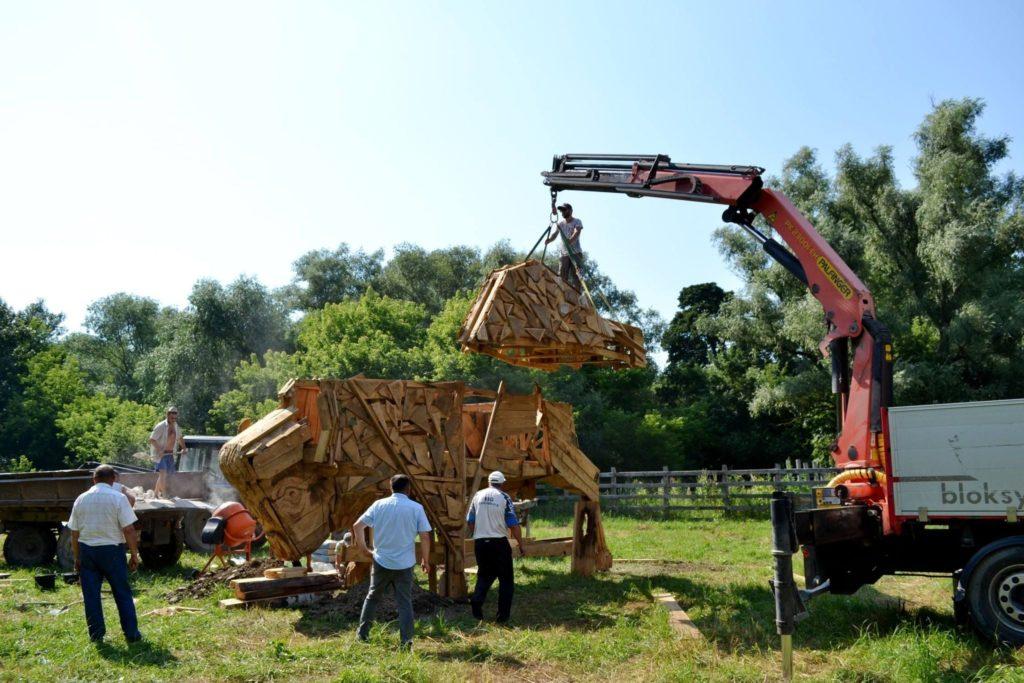 """Foto /FOTO/ Un zimbru uriaș din lemn a fost instalat pe teritoriul rezervației naturale """"Pădurea Domnească"""" 5 26.10.2021"""