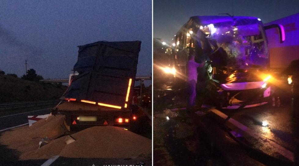 Foto В Одесской области столкнулись рейсовый автобус «Киев-Кишинев» и грузовой автомобиль, один пассажир автобуса скончался 1 20.09.2021