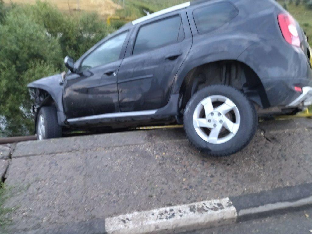 Foto /FOTO/ Un tânăr din raionul Sângerei s-a tamponat cu automobilul într-un parapet pe centura orașului Bălți 1 21.09.2021
