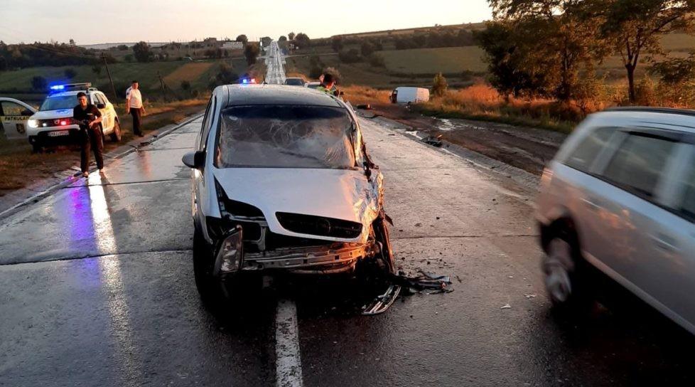 /FOTO/ O femeie din Fălești a fost transportată la spital în urma unui accident rutier