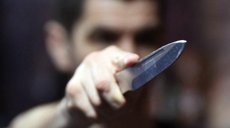 Un bărbat din raionul Ocnița a amenințat polițiștii că îi va tăia cu un cuțit, după ce aceștia au venit să aplaneze un conflict