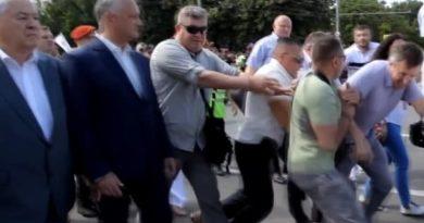 Foto Киртоакэ попытался устроить провокацию и напасть на Додона и Воронина на марше Блока коммунистов и социалистов 3 22.09.2021