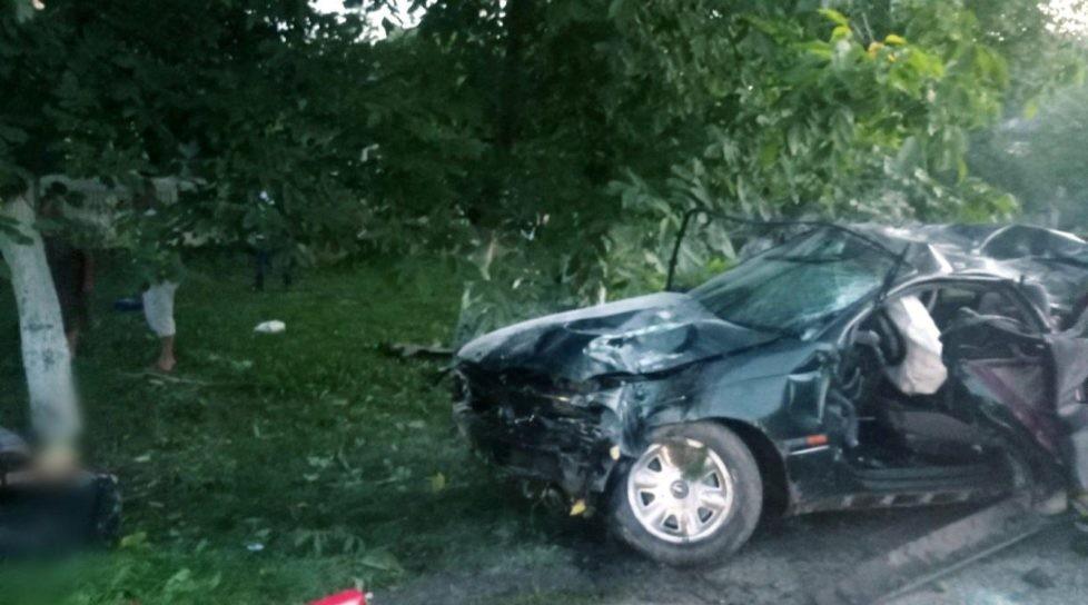 /FOTO/ Grav accident în raionul Briceni. Un tânăr a muri, iar alții doi au ajuns la spital