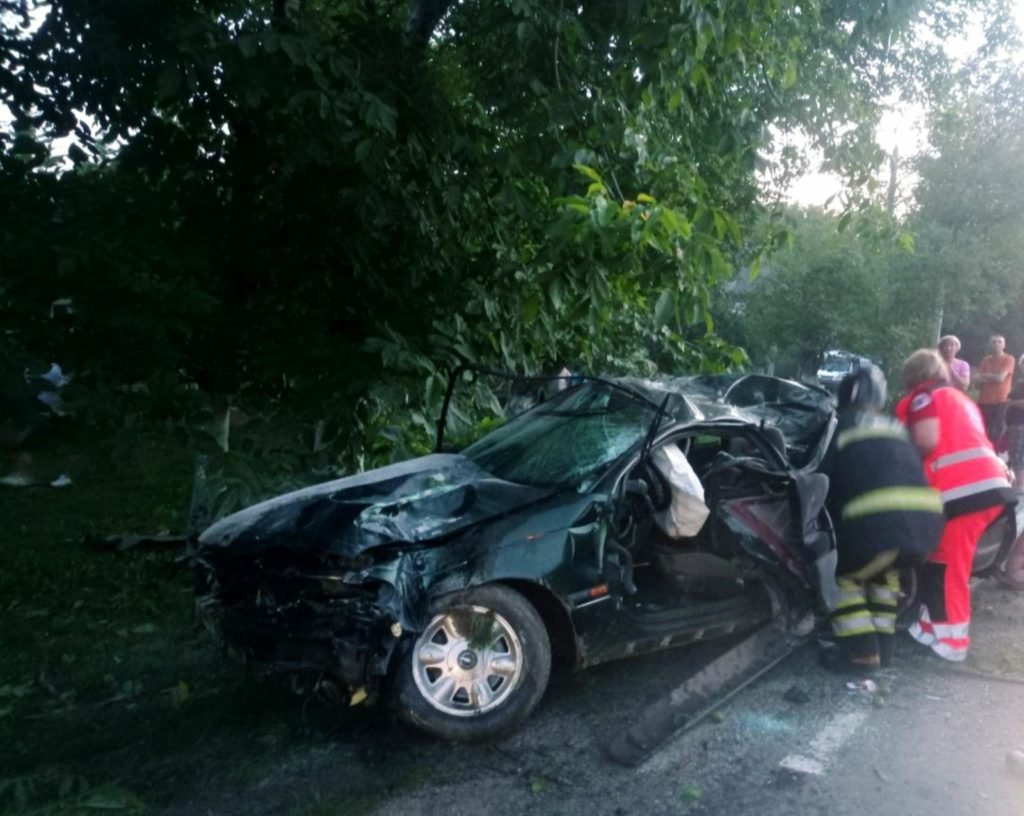 Foto /FOTO/ Grav accident în raionul Briceni. Un tânăr a murit, iar alții doi au ajuns la spital 2 21.09.2021