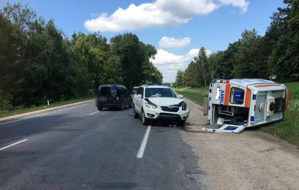 Foto /VIDEO/ Accident în raionul Edineț. O ambulanță s-a răsturnat în timp ce se deplasa la chemare 3 21.09.2021