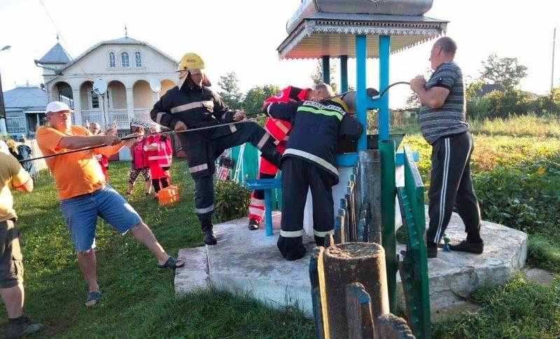 Un bărbat din raionul Ocnița a fost salvat de pompieri, după ce a căzut într-o fântână de 15 metri