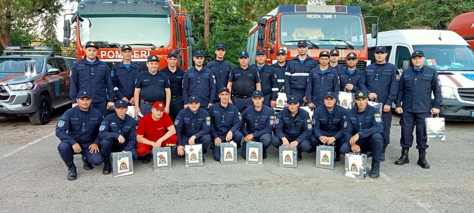 Salvatorii și pompierii care au plecat în Grecia pentru lichidarea incendiilor de pădure se întorc acasă