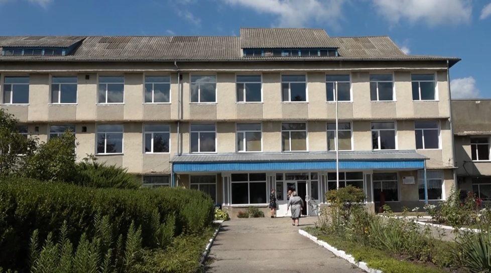 /VIDEO/ Geamuri noi și lumină LED la gimnaziul din Cuconeștii Noi, raionul Edineț