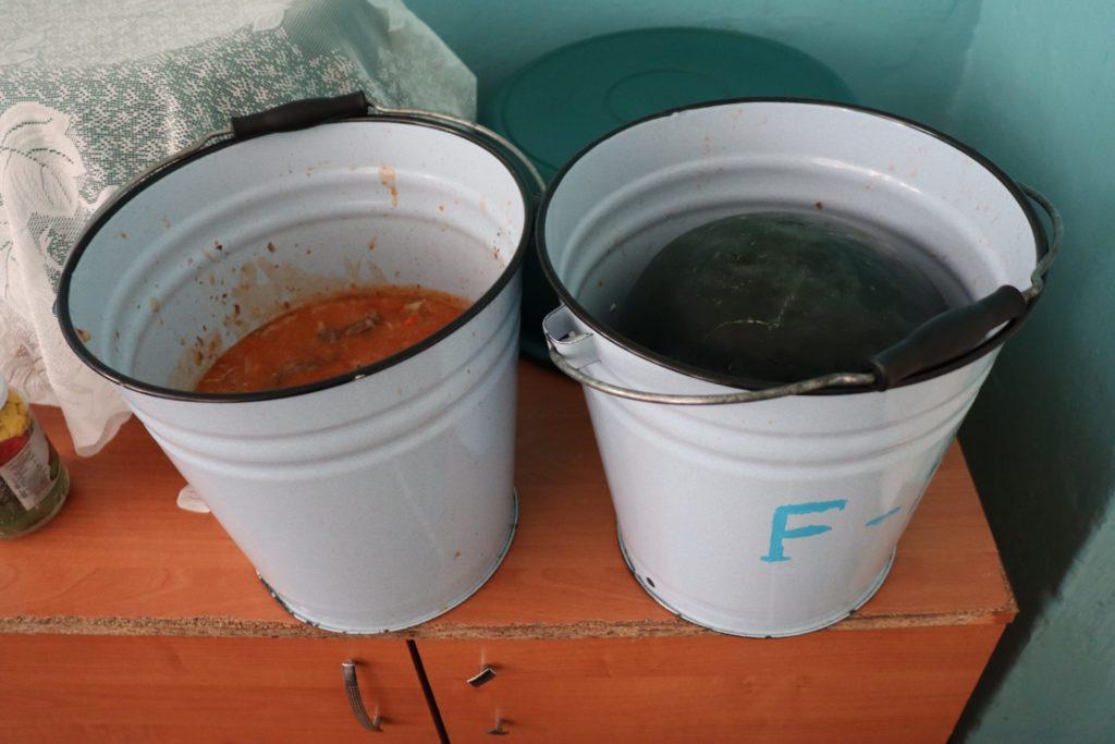 Foto /FOTO/ Mâncare din găleată și condiții insalubre la centrul de plasament din satul Bădiceni, raionul Soroca 3 21.09.2021