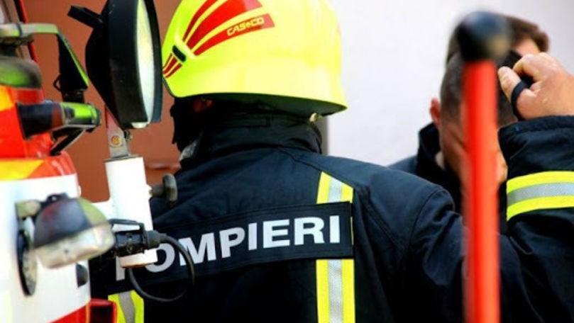 O casă din raionul Edineț a fost cuprinsă de flăcări. Proprietarul transportat la spital