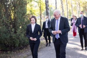 Foto /FOTO/ Maia Sandu a sădit, impreună cu președintele Germaniei, doi arbori de lalea, la Grădina Botanică 4 27.10.2021