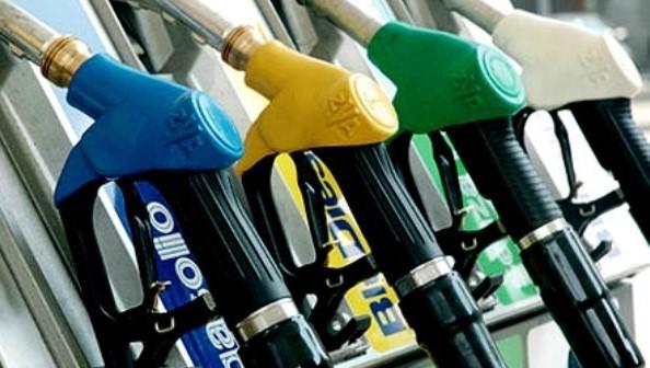 Noi prețuri la carburanți. Benzina se va ieftini, iar motorina se va scumpi