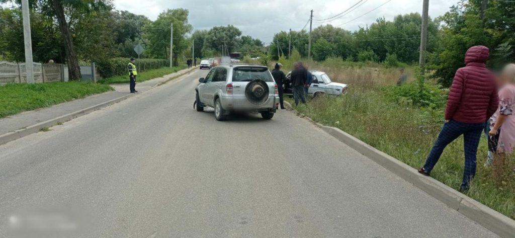 Foto Accident la Briceni. Un bărbat a fost transportat la spital 1 21.09.2021