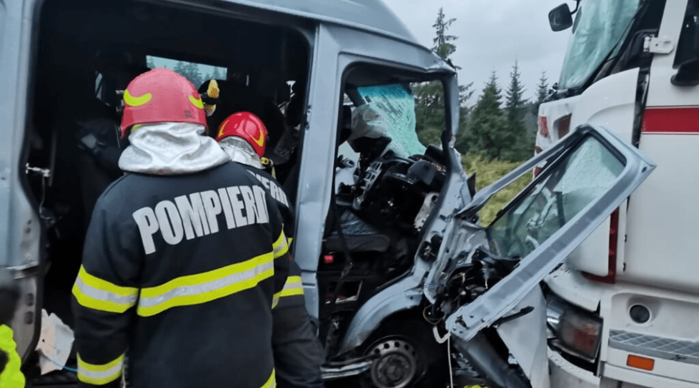 Foto Un microbuz cu cetățeni moldoveni, implicat într-un accident în România. Cinci persoane transportate la spital 4 20.09.2021
