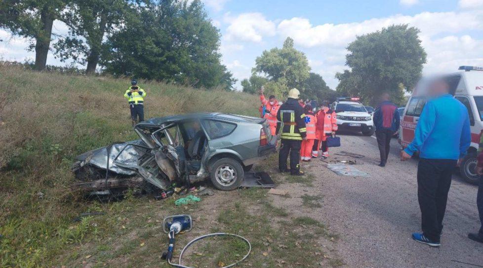 /FOTO/ Accident violent în raionul Edineț. O persoană a murit, iar alte trei au fost internate la spital