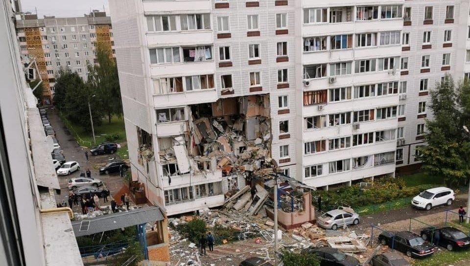 /VIDEO/ Deflagrație într-un bloc de locuințe din orașul Noghinsk. Cel puțin două persoane au murit