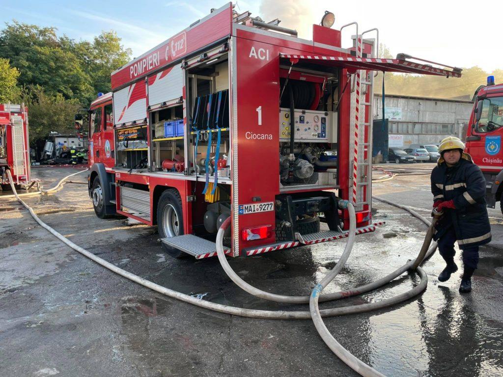 Foto Un depozit de jucării din capitală a luat foc. Pentru lichidarea incendiului, 40 de salvatori au intervenit 2 17.10.2021
