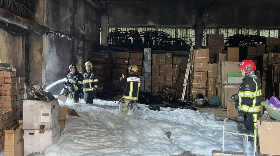 Foto Un depozit de jucării din capitală a luat foc. Pentru lichidarea incendiului, 40 de salvatori au intervenit 1 17.10.2021