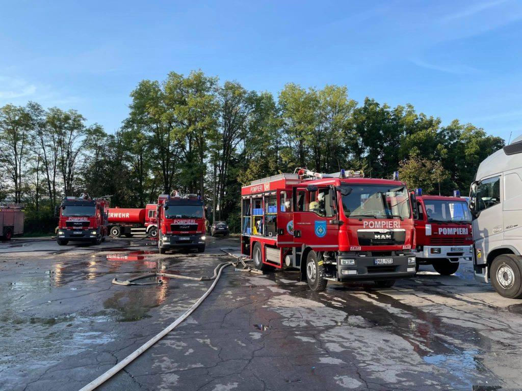 Foto Un depozit de jucării din capitală a luat foc. Pentru lichidarea incendiului, 40 de salvatori au intervenit 3 17.10.2021