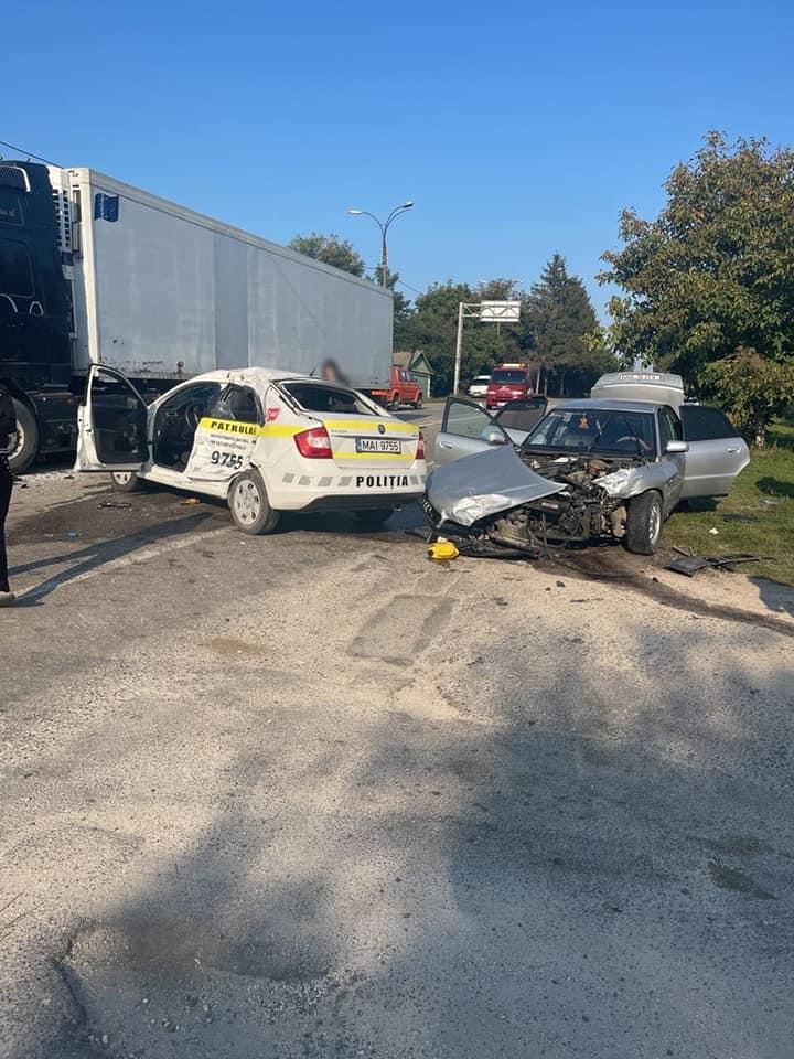 Foto /FOTO/ Un polițist a ajuns la spital cu multiple traumatisme. Se deplasa să documenteze un accident din raionul Edineț 3 21.09.2021