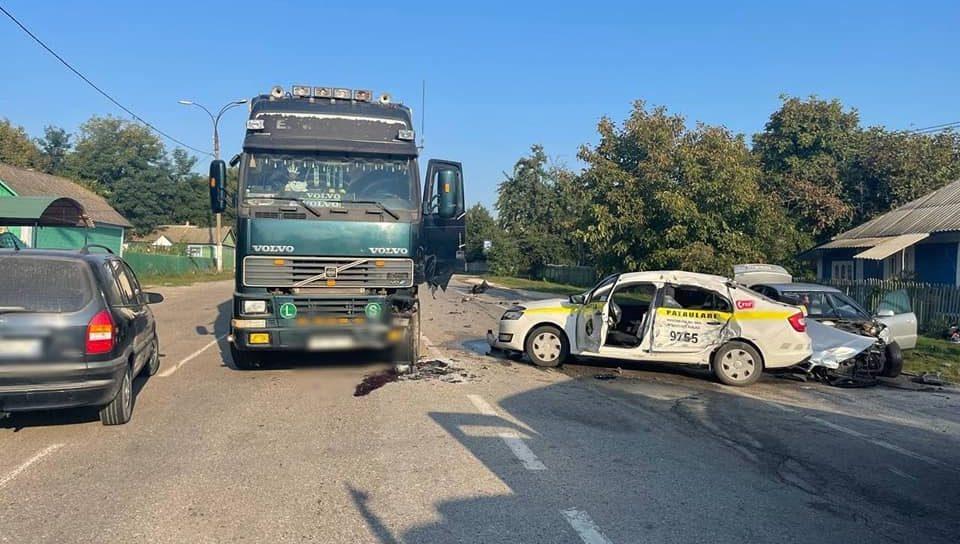 Foto /FOTO/ Un polițist a ajuns la spital cu multiple traumatisme. Se deplasa să documenteze un accident din raionul Edineț 2 20.09.2021