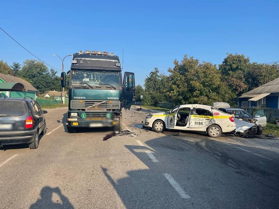 Foto /FOTO/ Un polițist a ajuns la spital cu multiple traumatisme. Se deplasa să documenteze un accident din raionul Edineț 4 21.09.2021