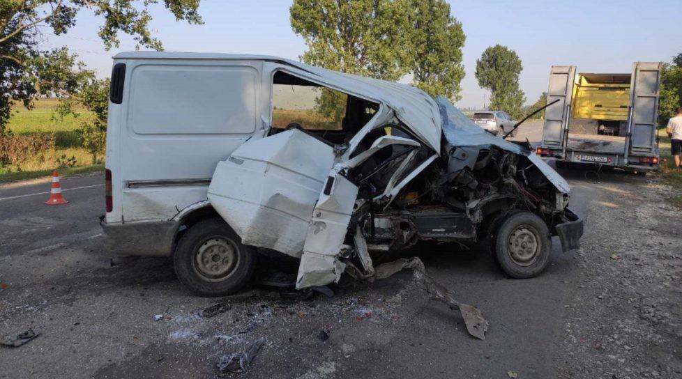/FOTO/ Accident în raionul Briceni. Două persoane transportate la spital
