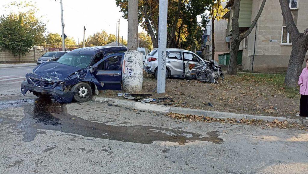 Foto /VIDEO/ Accident violent în Bălți, cu implicarea unei mașini de pază. Două persoane au ajuns la spital 5 27.10.2021