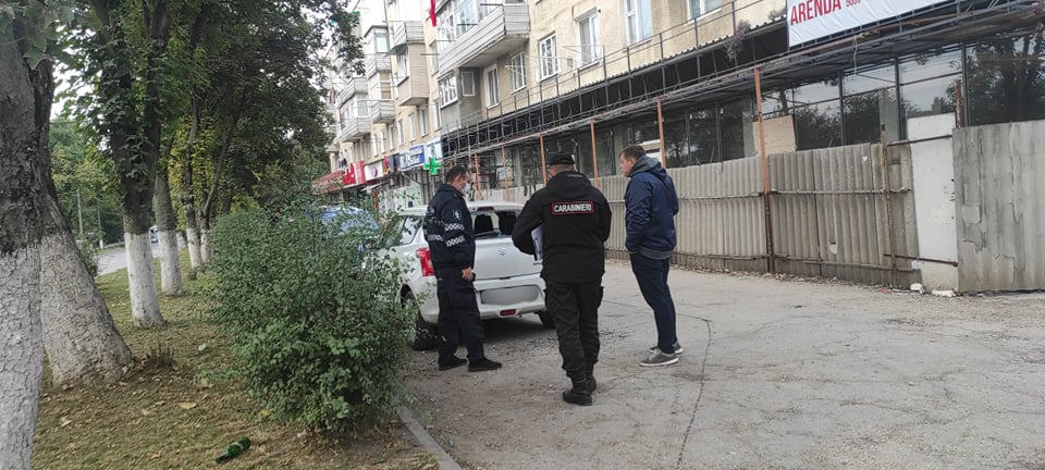 Foto /FOTO/ Ghinion pentru un șofer din Bălți. Geamul din spate a mașinii, făcută țăndări 2 27.10.2021