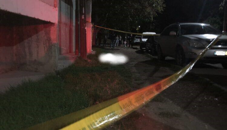 Un tânăr din Bălți a murit după ce s-a aruncat în gol de pe acoperișul unei case cu nouă etaje