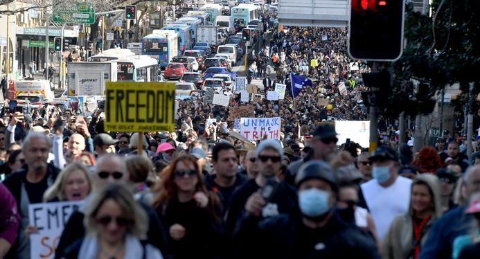 Foto Australia: Ciocniri între poliţie şi protestatarii anti-lockdown, soldate cu aproape 270 de arestări 1 27.10.2021