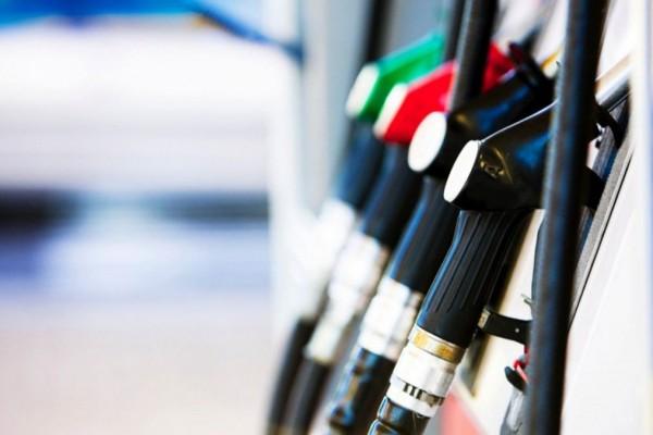 Motorina se scumpește, iar benzina se ieftinește. Noile prețuri-plafon la combustibil