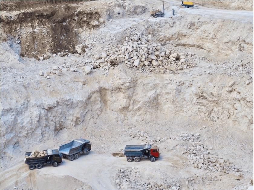 Foto /VIDEO/ Spălare de bani și unități de transport fără testare tehnică. Mai multe ilegalități la o carieră de piatră din nordul țării 2 17.10.2021