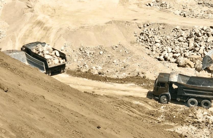 Foto /VIDEO/ Spălare de bani și unități de transport fără testare tehnică. Mai multe ilegalități la o carieră de piatră din nordul țării 1 17.10.2021