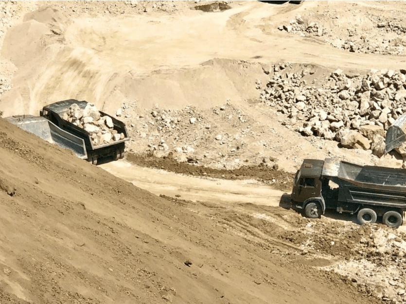 Foto /VIDEO/ Spălare de bani și unități de transport fără testare tehnică. Mai multe ilegalități la o carieră de piatră din nordul țării 3 17.10.2021