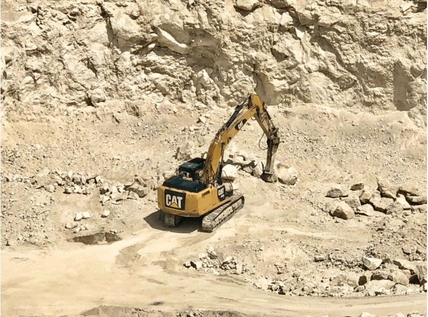 Foto /VIDEO/ Spălare de bani și unități de transport fără testare tehnică. Mai multe ilegalități la o carieră de piatră din nordul țării 4 17.10.2021