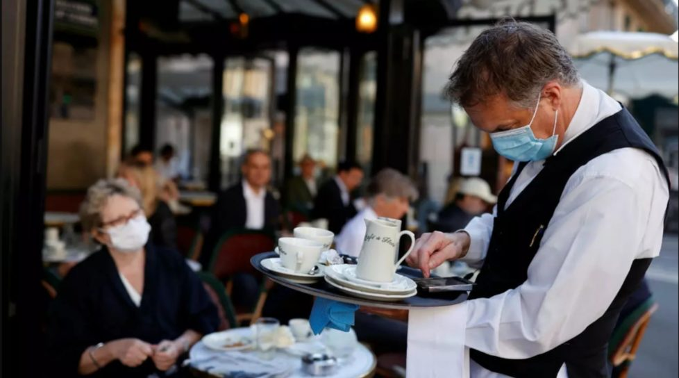 Accesul în restaurante și cafenele doar pentru persoanele vaccinate și cele cu test negativ