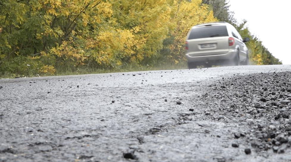 Foto /VIDEO/ Milioane de lei, aruncate pe drumuri care se macină în raionul Rîșcani 1 27.10.2021