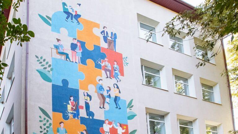 Pe peretele unui liceu din orașul Fălești a apărut o pictură murală care transmite mesajul diminuării discriminării de gen