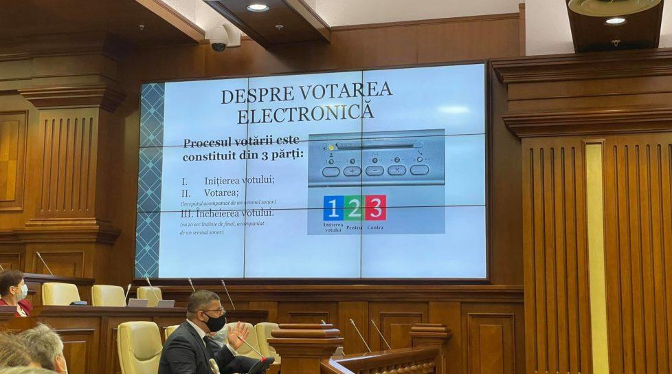 Foto Deputații vor vota prin intermediul sistemului electronic 1 27.10.2021