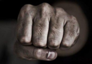 Patru minori din Bălți au snopit în bătaie un bărbat pe o stradă din oraș